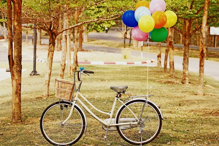 bicycle-balloons-park-colorful-outing-fall-happiness-riding-2880x1800