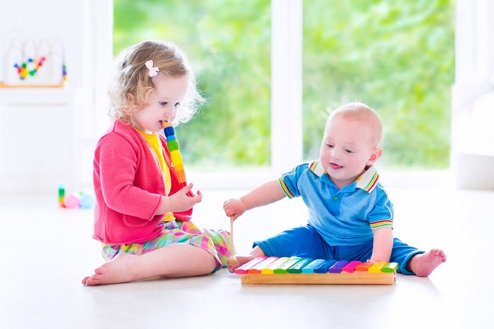 Cute-baby-kids-playing-with-toys