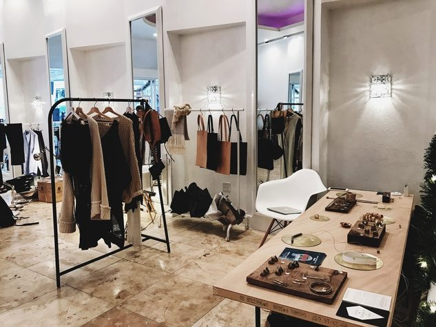 Unbranded-pop-up-2016-in-downtown-Dallas_140755